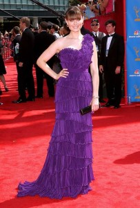 emily-deschanel-emmy-red-carpet-yahoo