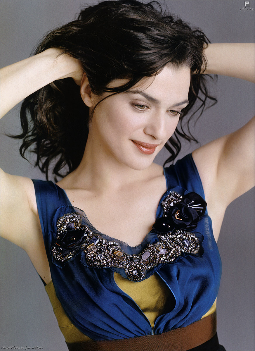dynamic winter rachel weisz in blue2